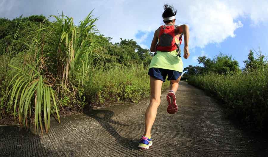 Scarpe per trekking da donna - Come sceglierle  Classifica delle migliori -  REWILD f3fa05dd663
