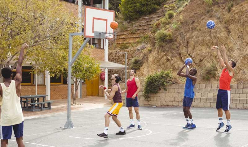 canestro da basket con palo cementato